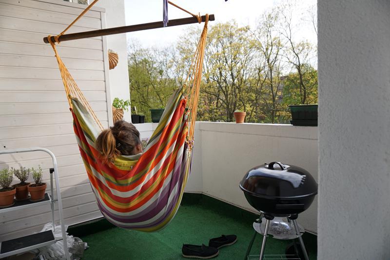 fotel hamakowy na balkonie