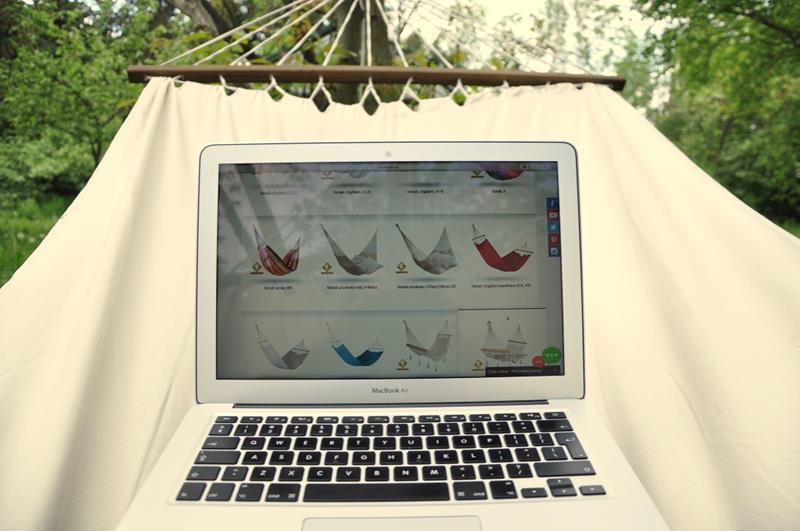 laptop na hamaku