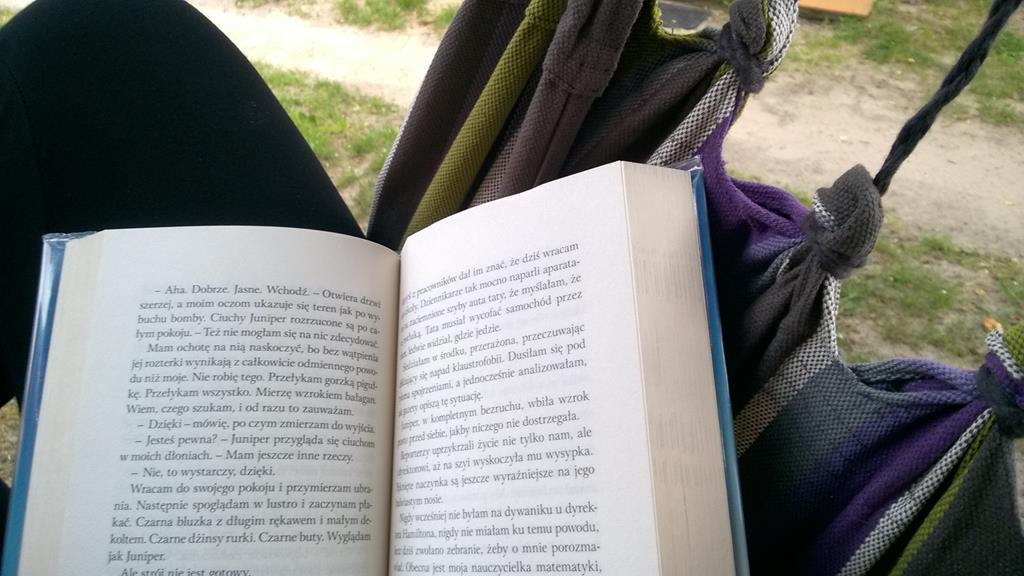 Książka w hamaku