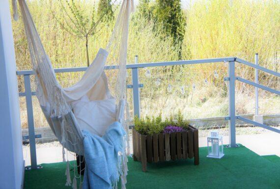 Hamak lub huśtawka – to ożywi Twój balkon
